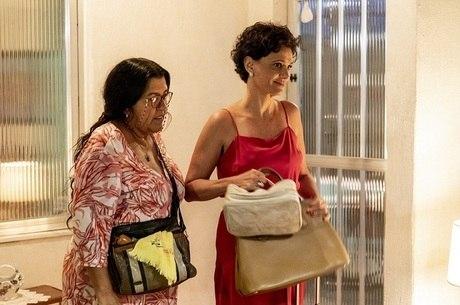 """Regina Casé e Malu Galli em cena de """"Amor de Mãe"""""""