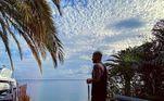 O cantor colombiano Maluma causou revolta depois de viajar para Miami no início de junho. O artista estava em casa, em Medellín, na Colômbia, e pegou um jatinho particular para conseguir sair do país (que tentava controlar o avanço da covid-19 com restrições aéreas). Nas redes sociais, Maluma postou fotos da viagem e foi criticado
