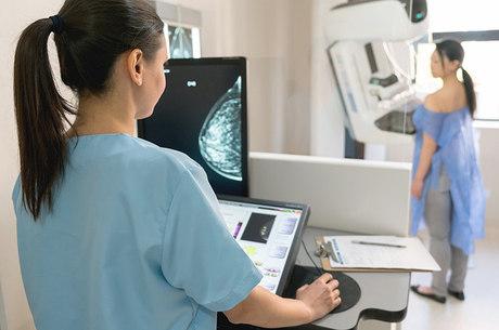 Acesso à mamografia é um dos entraves no Brasil