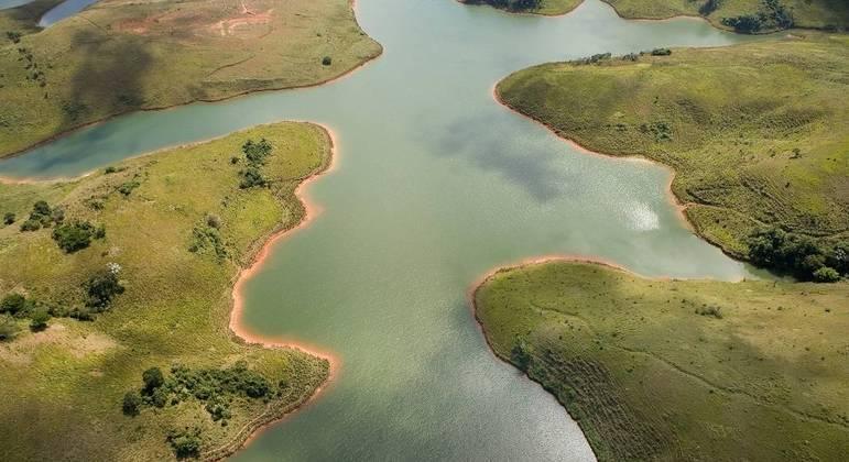 Manter a cobertura vegetal ao redor dos mananciais é essencial para infiltração da chuva
