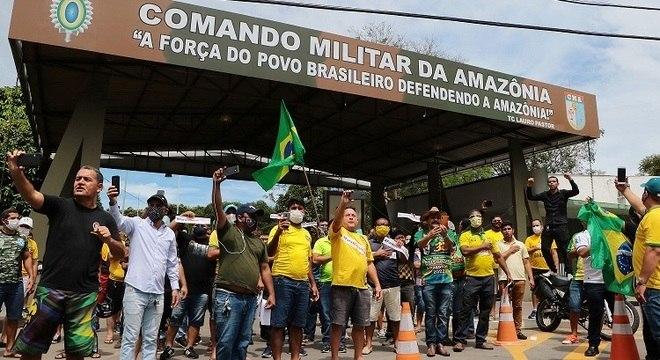 Grupo também se reuniu em frente ao Comando Militar da Amazônia