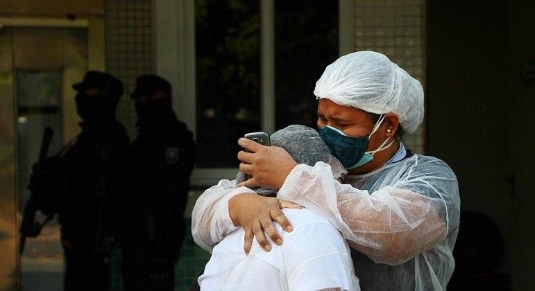 """Amazonas vive """"colapso"""" devido à pandemia do novo coronavírus"""