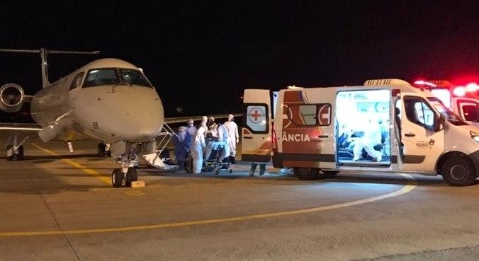 Avião com pacientes de covid-19 transferidos de Manaus pousa em São Luís (MA)