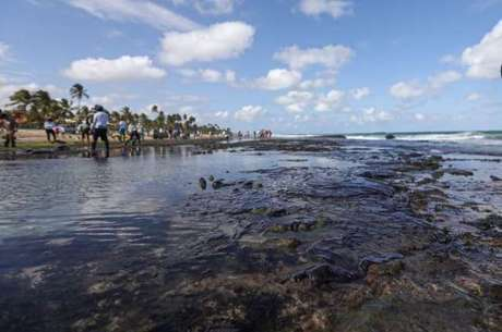 Bolsonaro pede que Venezuela se manifeste sobre óleo no Nordeste