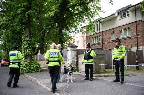 Policiais investigam local que teria conexão com Abedi