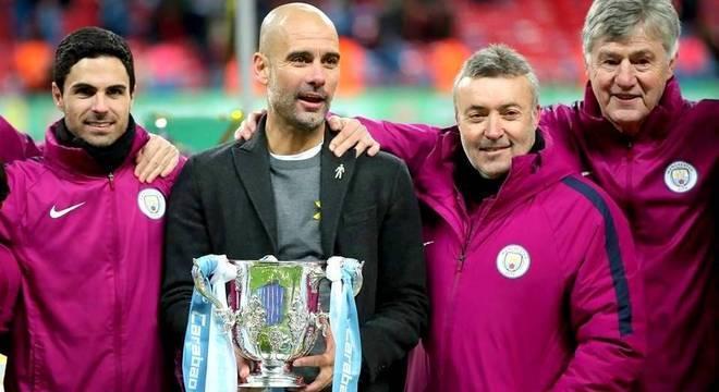Quem segurava os troféus sempre foi Guardiola. Domènec era auxiliar