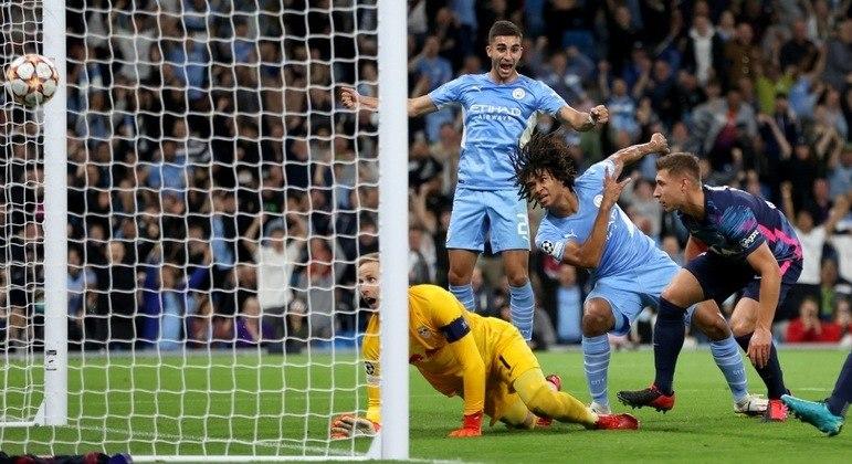 O gol de Aké, o primeiro do City nos 6 X 3 sobre o RB Leipzig