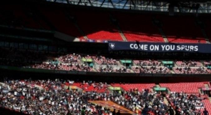 Quase oito mil pessoas estiveram no Wembley