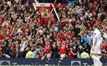 Já o meio-campista português Bruno Fernandes comemorou o hat-trick pelo Manchester United na goleada por 5 a 1 sobre o Leeds United, neste sábado (14) em Old Trafford, pela estreia do time no Campeonato Inglês