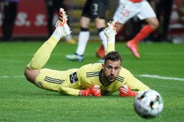 MANDOU BEM - Helton Leite saiu sem sofrer gols na vitória do Benfica sobre o Braga e fez três defesas