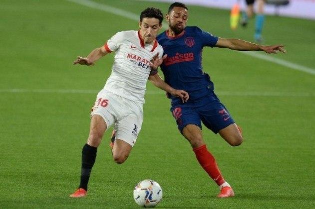 MANDOU MAL - Renan Lodi cometeu muitos erros na primeira etapa e foi substituído com apenas 35 minutos de jogo