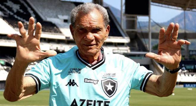 Data é do aniversário de Manga, ex-Botafogo, que hoje mora no Retiro dos Artistas