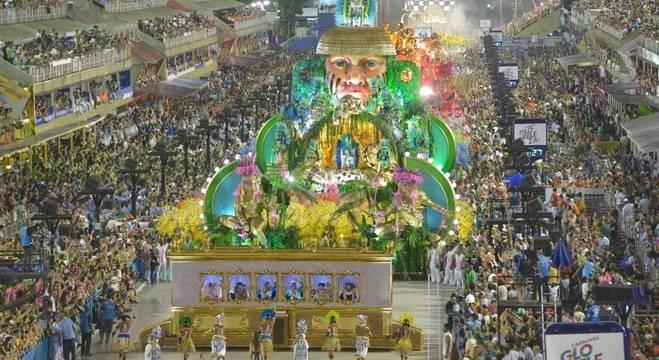 Desfile da Mangueira mostrou a história do país por outro ângulo