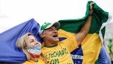 Bolsonaro sobrevoa de helicóptero manifestação a seu favor no DF