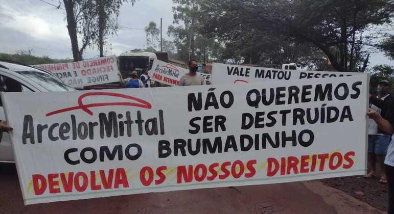 Protesto marcou os dois anos desde que os moradores deixaram suas casas