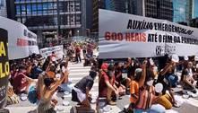 Manifestantes se reúnem em ato na Paulista por auxílio de R$ 600