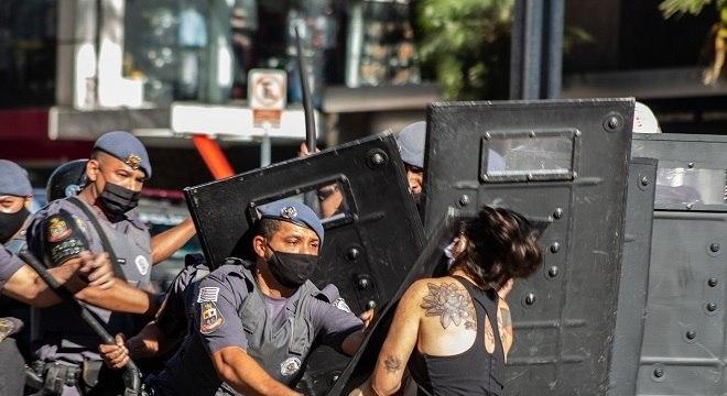 Confronto entre PM e manifestantes na Avenida Paulista