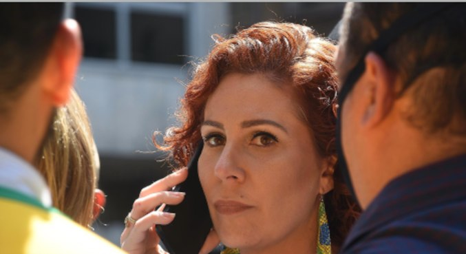 A deputada Carla Zambelli, durante ato a favor de Bolsonaro, na avenida Paulista