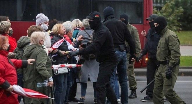 Manifestantes pedem saída do presidente Lukashenko, no poder há 26 anos