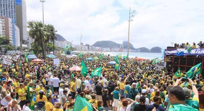 Apoiadores de Jair Bolsonaro se concentraram na orla de Copacabana, no Rio