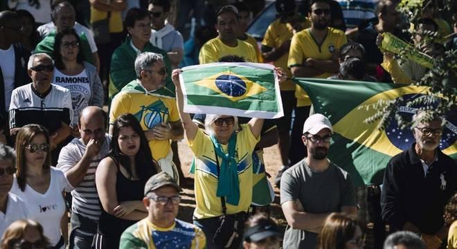 Apoiadores de Bolsonaro foram às ruas neste domingo (26)