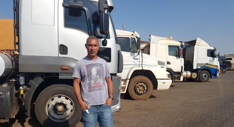 Caminhoneiro Edison Gomes é morador de Luziânia e diz que não há liderança no grupo