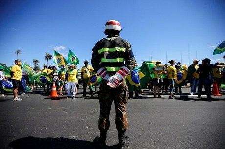 Manifestantes carregavam cartazes em Brasília
