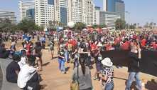 Manifestação da oposição em Brasília se reúne na Torre de TV
