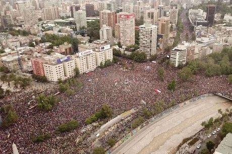 Manifestação de 25 de outubro foi descrita como a maior desde o retorno da democracia ao Chile