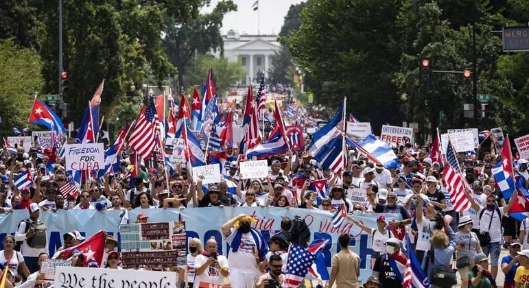 Cubanos protestam em Washington contra o governo de cuba