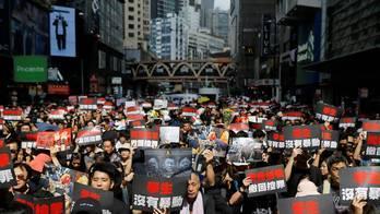 Milhares de pessoas voltam às ruas de Hong Kong para protestar (Thomas Peter/Reuters - 16.06.2019)