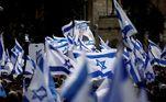 Apoiadores do presidente de Israel, Benjamin Netanyahu, durante protesto em Jerusalém