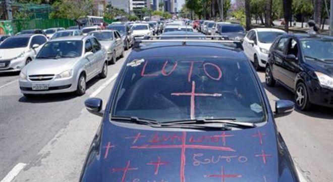 Manifestação ocorre um dia após a morte de um motorista no bairro da Várzea