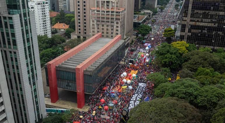 Manifestantes se concentraram em frente ao prédio do Masp, na Avenida Paulista