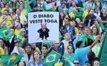 CURITIBA, PR, 26.05.2019: PROTESTO-PR - Manifestantes realizam ato pró Bolsonaro na Boca Maldita, em Curitiba, neste domingo (26).