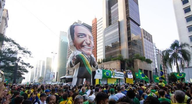 Manifestantes durante protesto pró Bolsonaro na avenida Paulista