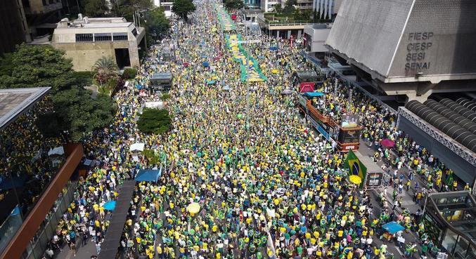Manifestantes tomaram avenida Paulista em ato a favor do governo federal