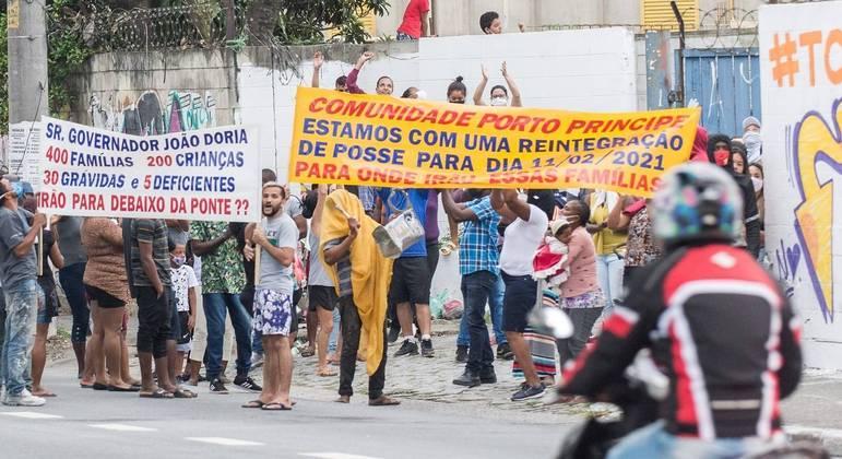 Manifestantes da comunidade Porto Príncipe