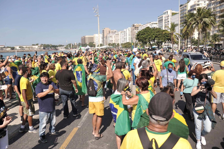 Manifestações pró-governo e pela democracia se espalham pelo ...