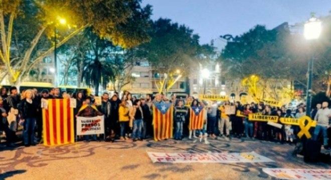 Prisão de líderes separatistas revoltou os catalães