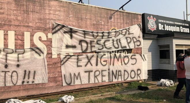 Principais clubes brasileiros sofrem com pressão de torcedores