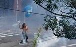 Manifestante devolve bomba para a Polícia
