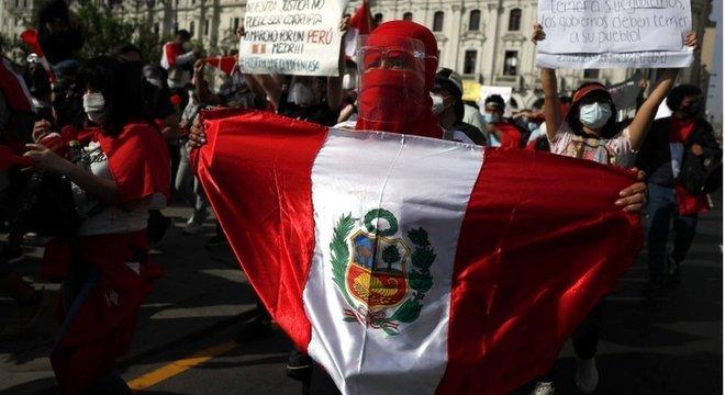 País sul-americano viveu sexto dia de manifestações; houve confronto entre manifestantes e polícia, com dois mortos