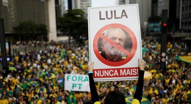 Para Morozov, o PT avaliou mal o tamanho da ira pública contra o partido; na imagem, manifestação de apoio a Bolsonaro dia 21 de outubro
