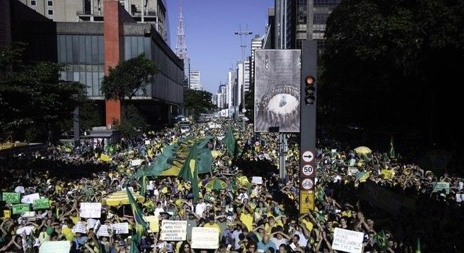 Concentração de manifestantes na Avenida Paulista, em São Paulo