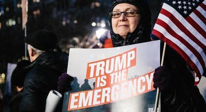 Donald Trump enfrenta protestos contra declaração de 'emergência nacional'
