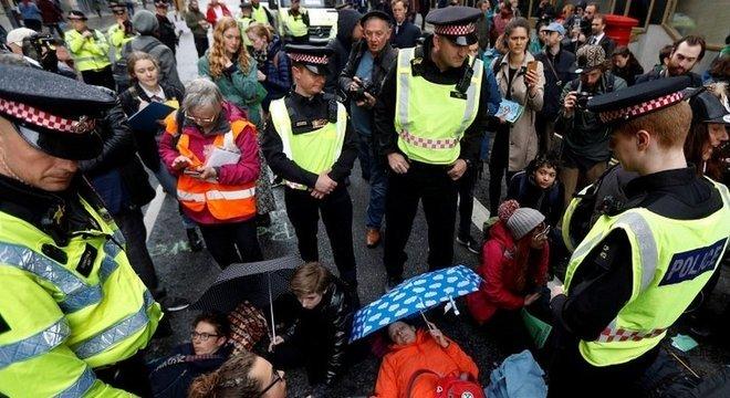 Em abril, mais de mil manifestantes foram detidos pela polícia