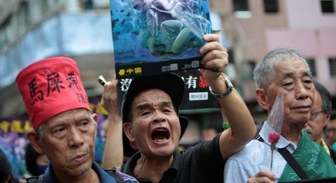 Manifestantes marcham em Mong Kok, palco dos protestos