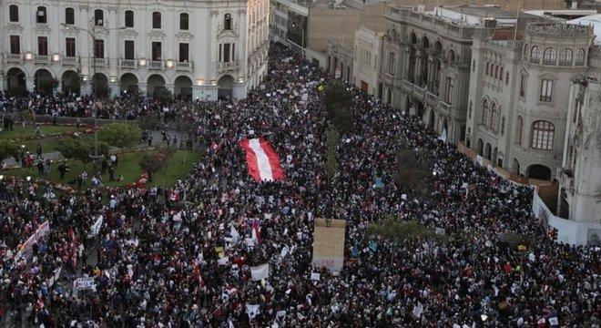Milhares de pessoas estão tomando as ruas para protestar contra a vaga