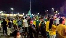 Manifestantes furam bloqueio e entram de carro na Esplanada